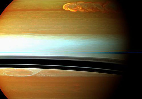 A vihar keresztülszáguld a bolygó északi felének atmoszféráján.