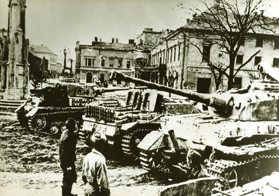 Háborús kép a Budai Várból.