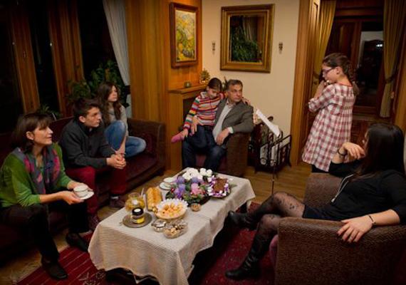 Népes családjáról a miniszterelnök ritkábban posztol. A családi adventről azért kikerült néhány fotó.