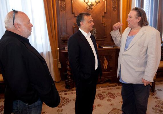 Ahogy Gérard Depardieu francia színészről is, akit a Parlamentben fogadott a miniszterelnök.