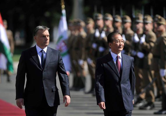 """A végére pedig jöjjön mégis egy kis politika. """"Magyarország egy új és nagy jelentőségű szövetséget kötött Kínával"""" - írja erről a képről a miniszterelnök."""