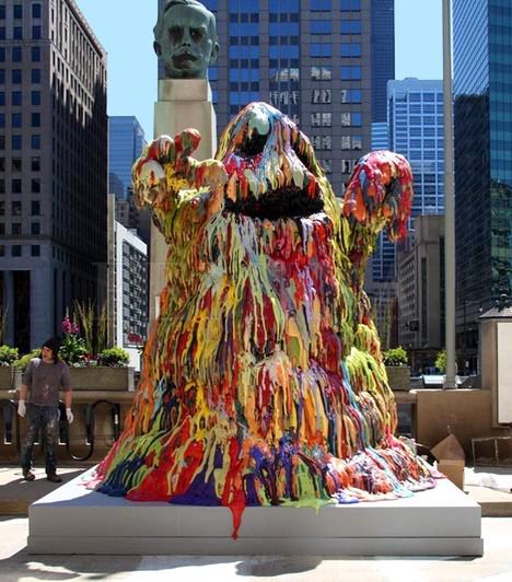 Színes pacákA hatalmas, színes szobrot ugyanaz a chicagói művész hozta létre, aki az óriás szemgolyót. Az ő neveTony Tasset, és a szobrászaton kívül még számos más szenvedélye is van. Ilyen például a fotózás és a filmezés is.