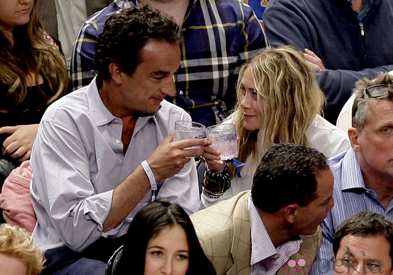 Mary-Kate Olsen Nicolas Sarkozy testvére, Oliver Sarkozy oldalán keresi a boldogságot.