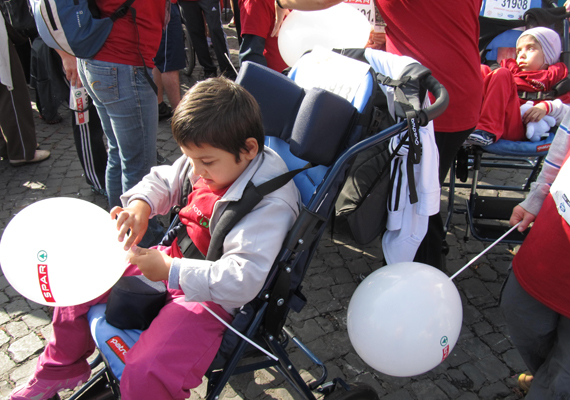 A mozgás-, látás- és hallássérült gyerekeken kívül értelmi fogyatékosok is együtt futottak társaikkal.