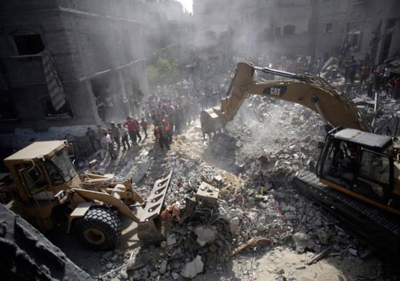 A romokat igyekeznek eltakarítani, hogy a lehető leghamarabb megkezdődhessenek az újjáépítések.