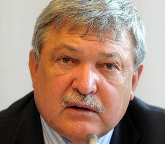 A pénzügyi, ingatlan- és agrárszektorban tevékenykedő Csányi Sándor vezeti a listát 160 milliárd forintos vagyonával.