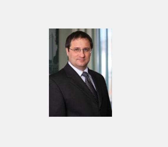 A hatodik Veres Tibor 75 milliárd forintjával. Ő ingatlanfejlesztéssel, informatikával is foglalkozik.