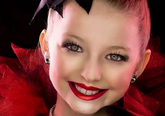 Gianna még csak kilencéves, de már most elérte, hogy több táncruházati márkának ő a nagykövete. Amikor megválasztják a termékek arcának, ilyen és ehhez hasonló fotók készülnek róla.
