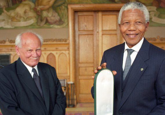 Göncz Árpád és Nelson Mandela dél-afrikai államfő a magyar Országházban 1999. május 3-án.