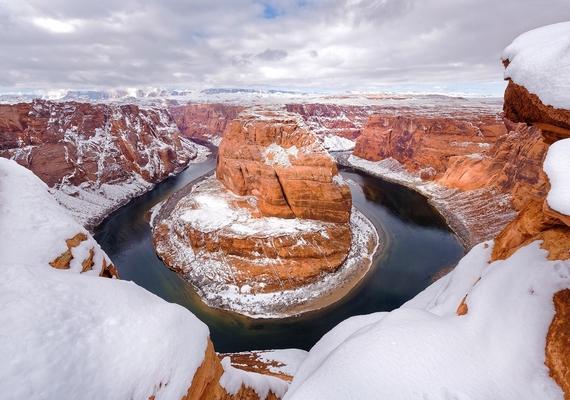A máskor poros és forró Grand Canyon hóval fedve lépett át az új évbe.