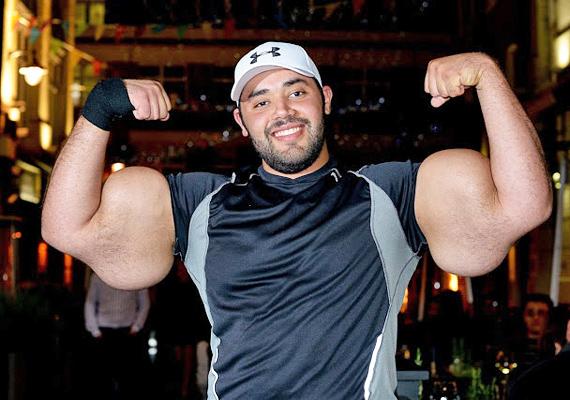 Mostafa Ismail a világ legnagyobb bicepszeinek büszke tulajdonosa. Bal felkarja 64,77 centiméter, míg a jobb 63,5 centiméter vastag.