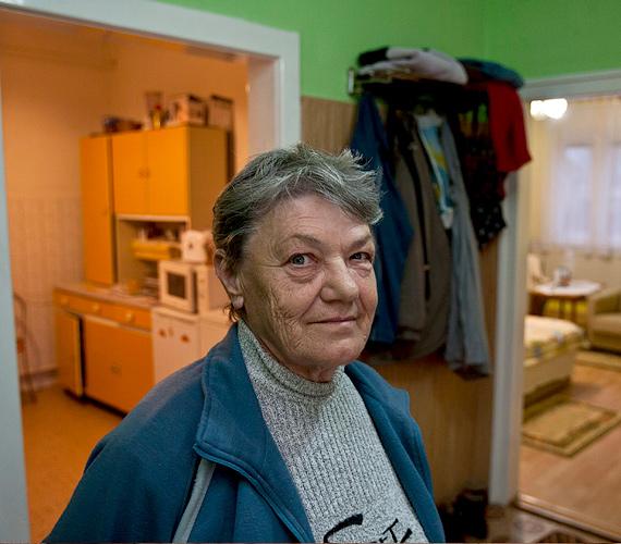 Horváth Vilmosné károsult a vörösiszap-katasztrófa sújtotta Devecseren korábbi, Hunyadi utcai lakásában.