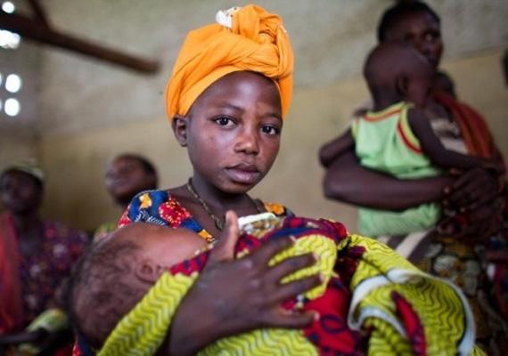 Afrikában a fiatal nők több mint egyharmada, Dél-Ázsiában pedig a lányok közel fele megy férjhez 18 éves kora előtt. Az arányok ezekben az országokban a legmagasabbak.