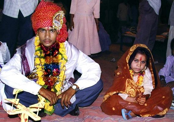 Indiában a gyerekek több mint egyharmada menyasszony. Az UNICEF szerint 47 százalék megy férjhez 18 éves koráig, 18 százalék pedig házas már 15 évesen. Természetesen sokszor a gyerek beleegyezése nélkül történik az esküvő.