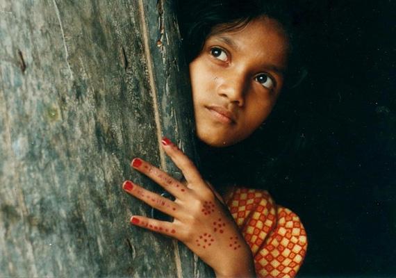 A kényszerházasságok nemcsak a lányokat, hanem a fiúkat is érintik, de a lányok nagyobb százalékban kényszerülnek összekötni egy idegennel az életüket.