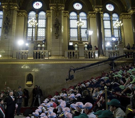 Minden évben megrendezik a Parlamenti Gyermekkarácsonyt.
