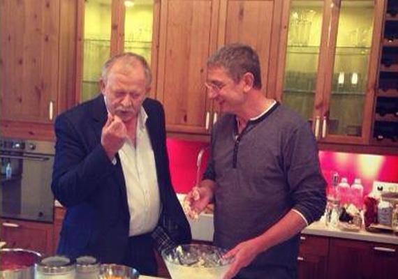 A volt SZDSZ-es politikus, Kuncze Gábor is szereti Gyurcsány Ferenc főztjét. Úgy fest, leginkább csak kóstolni.