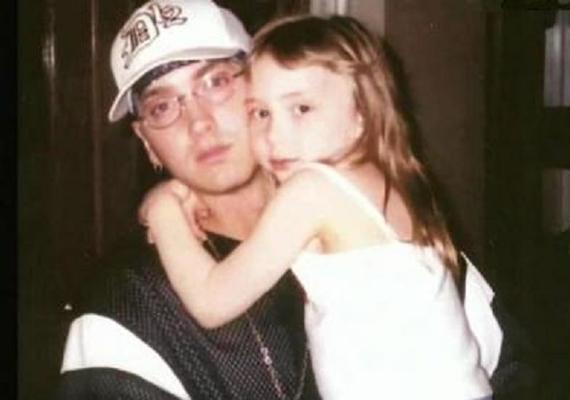 Hailie Eminem és volt felesége, Kimberly Scott egyetlen gyermekeként jött a világra 1995-ben. A szülei mindössze két évig voltak házasok, 1999-től 2001-ig, vagyis még kiskorában elváltak.
