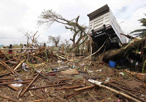 Teljes a káosz a Fülöp-szigetek katasztrófa súlytotta részén.
