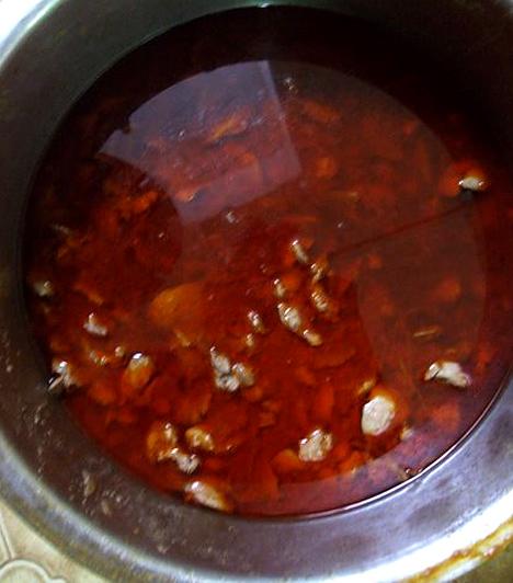 Gulyásleves  A szálló 15. születésnapján gulyásleves volt az ünnepi menü. Másnak ez egy normál vacsora, nekik különleges.