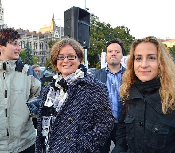 Az LMP is részt vett a demonstráción. A képen Szabó Rebekát láthatjuk.