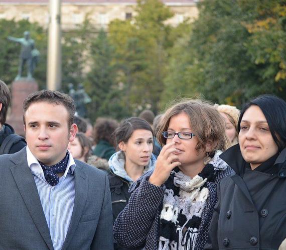 Ez egy nagyon előnytelen kép Osztolykán Ágnes képviselőről.
