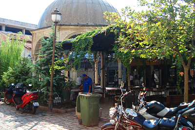 Szabadtéri kávézó Izmirben