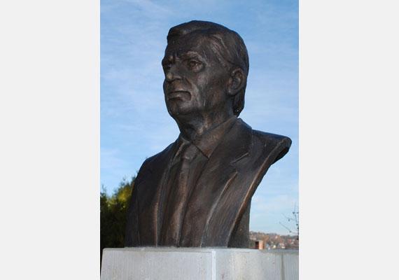 Antall József, Magyarország rendszerváltás utáni első miniszterelnöke 1993-ban hunyt el.