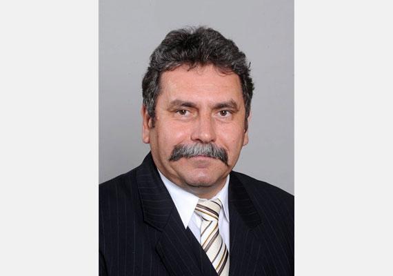 Arnóth Sándor fideszes politikus, Püspökladány polgármestere, országgyűlési képviselő. 2011. március 16-án késő este autóbalesetben vesztette életét az M3-as autópályán.