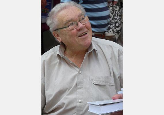 Csurka István kétszeres József Attila-díjas író, dramaturg, politikus. A rendszerváltás idején aktívan részt vett a monori, illetve a lakitelki találkozó munkájában, a Magyar Demokrata Fórum egyik alapítója volt. 1993-ban kizárták az MDF-ből, ekkor megalapította a Magyar Igazság és Élet Pártját, amelynek haláláig elnöke volt. 2012 februárjában halt meg.
