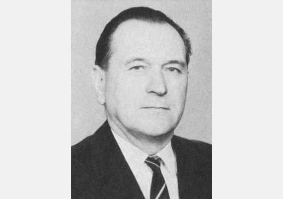 Grósz Károly magyar politikus, a Minisztertanács elnöke, az MSZMP főtitkára. 1989-ben az MSZMP rendkívüli kongresszusán bejelentették az utódpárt, az MSZP megalakulását. Grósz az átlépés helyett részt vett az MSZMP újjászervezésében. 1990-ben lemondott az MSZMP KB-beli tagságáról, és végleg visszavonult a politikai élettől. 1996-ban hunyt el.