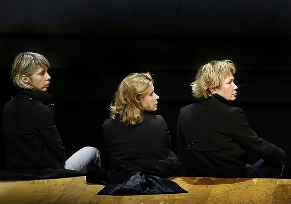 Irina szerepében: Péterfy Bori, illetve Ónodi Eszter, Mását Schell Judit alakítja, Olga bőrébe pedig Udvaros Dorottya bújt.