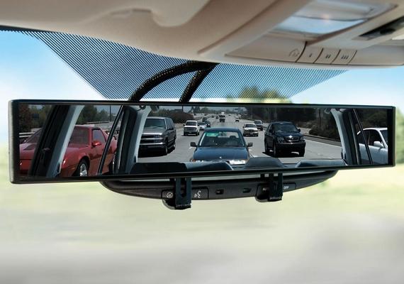 Íme, a visszapillantó tükör, ami180°-os szögben látja a környezetet, ezzel megkönnyítve az autósok dolgát.