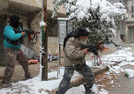 A szíriai kormánypárt elleni lázadókat nem zavarta meg a szélsőséges időjárás, így folytatják a harcot.