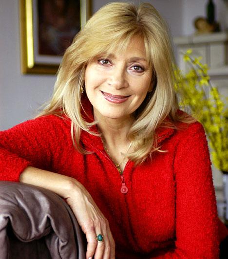 Bencze Ilona  1947-ben született Nagykanizsán. Bencze Ilonával a színházba járó közönség nemcsak A koloncban találkozhat, a Soproni Petőfi Színházban a Nyolc nő című darabban lép fel, a Madách-ban pedig - mint oly sok éve - a Macskákban áll színpadra.  Kapcsolódó galéria: Budapest leghíresebb színházai »