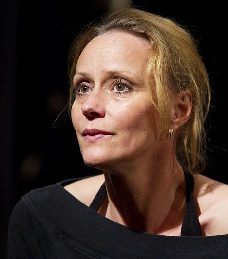 Nagy-Kálózy EszterA színésznő 1966-ban született Gyöngyösön. Rudolf Péter felesége, és három gyermek édesanyja. Jelenleg a Centrál Színházban játszik, ahol olyan remek darabokban láthatod, mint a Mégis, kinek az élete? vagy a Pletykafészek.Kép: Dömötör Ede