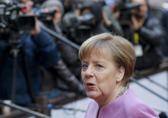 Február 18-án és 19-én kétnapos EU-csúcsot tartottak az unió vezetői Brüsszelben, a fő témák a migráció és Nagy-Britannia EU-s reformtörekvései voltak. A képen Angela Merkel érkezik az ülésre a második napon.