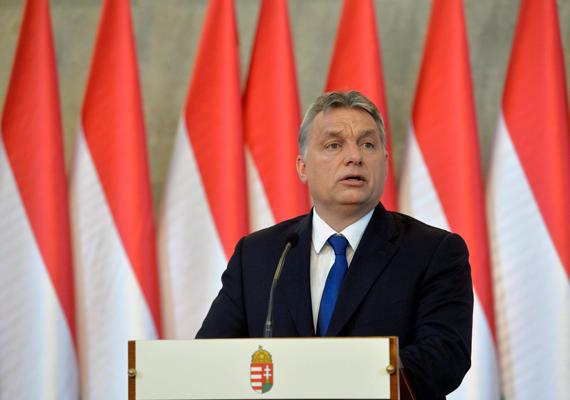 """Orbán Viktor tudatta a sajtóval, hogy népszavazás lesz a betelepítési kvótáról, a következő kérdést nyújtották be: """"Akarja-e, hogy az Európai Unió az Országgyűlés hozzájárulása nélkül is előírhassa nem magyar állampolgárok Magyarországra történő kötelező betelepítését?"""" A kérdés azonban kicsit sántít, hiszen erről nem lehetne népszavazást tartani, mert nem tartozik az országgyűlés feladat- és hatáskörébe."""
