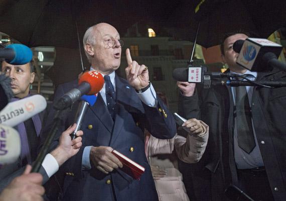 A szíriai kormány és az ellenzék fegyverszünetet kötött a genfi béketárgyalásokon. A fotón Staffan de Mistura, az ENSZ szíriai különmegbízottja látható, aki február elején még tárgyalási szünetet rendelt el.