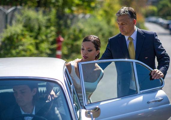 A héten kitudódott, hogy Orbán Ráhel várandós, a részleteket ebben a cikkben ismertettük. Ez a kép 2013-ban, Ráhel esküvőjén készült.