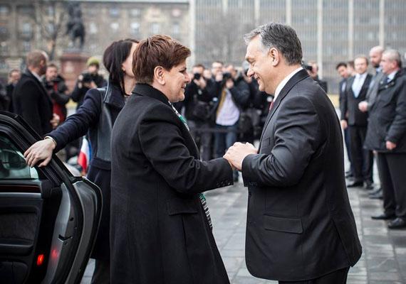 Orbán Viktor találkozott a lengyel miniszterelnökkel, Beata Szydlóval. A gazdasági kérdések mellett megbeszélést folytattak a migrációról is.