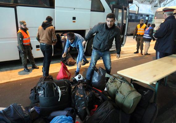 Az osztrákok úgy döntöttek, hogy szigorítják a bevándorlók ellenőrzését az osztrák-szlovén határon. Erről bővebben itt írtunk.