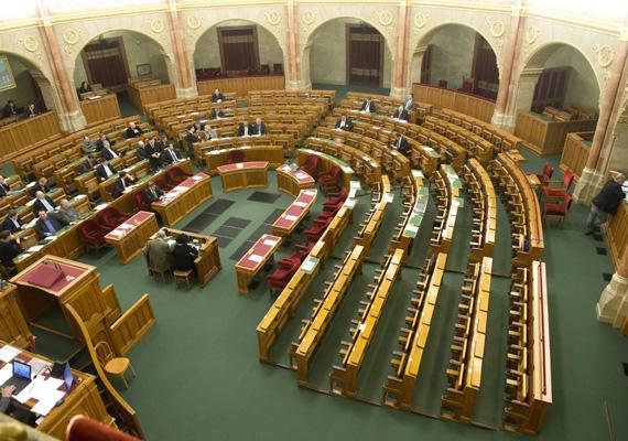 Áder János a héten előzetes normakontrollt kért a törvénymódosításról, mint ahogy a postai szolgáltatásokról szóló törvény esetében is.