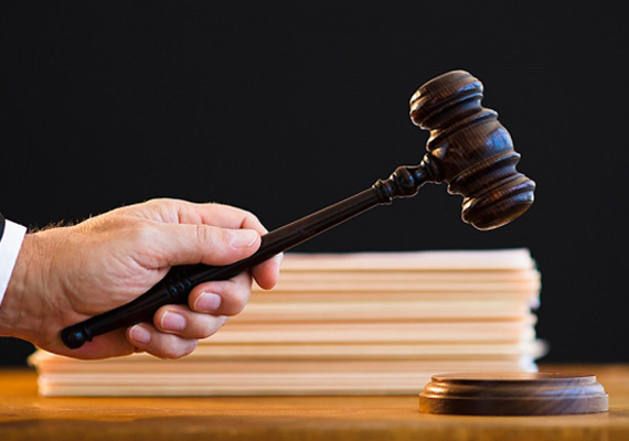 A Médiahatóság megbüntette a Magyar Hírlapot Bayer Zsolt év eleji publicisztikájában szereplő törvénysértő állításai miatt.