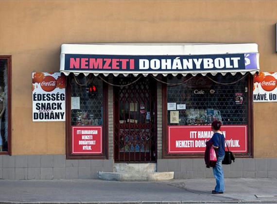 A Fideszes Bencsik János tartózkodott a trafiktörvény módosításáról szóló szavazáson, ami szerint már fagylaltot is lehetne árusítani a dohányboltokban.