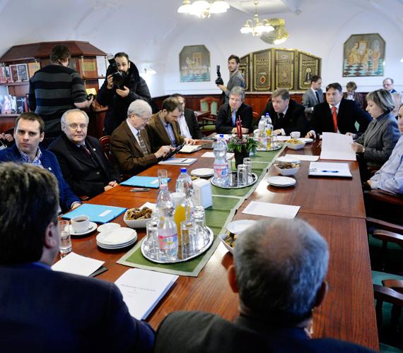 Leült tárgyalni az ellenzék.
