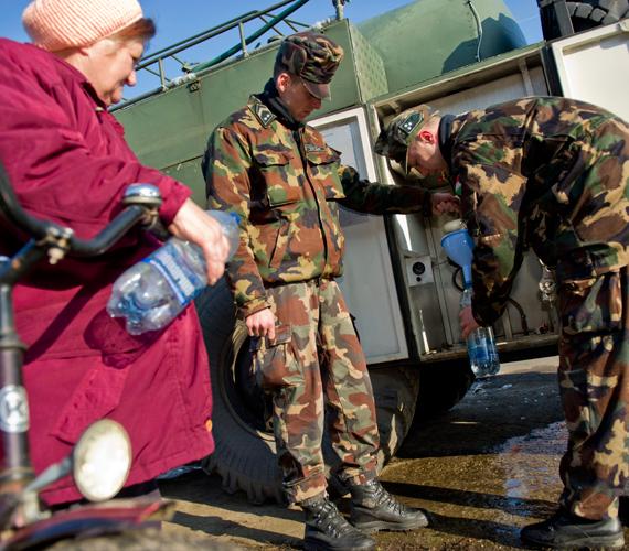 A Magyar Honvédség segíti 123 település 340 ezer lakosának egészséges ivóvízzel való ellátását január 1-jétől.