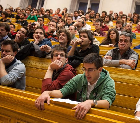 A Hallgatói Hálózat nyilvános fóruma az ELTE-n. Februárban tüntetnek.