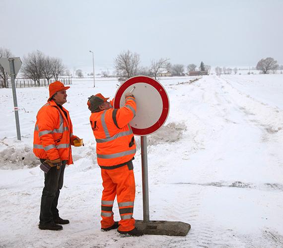 Zalában a hófúvás miatt utakat zártak le, melyek pár óra múlva ismét járhatóak voltak. Jövő héten is zord időnk lesz...