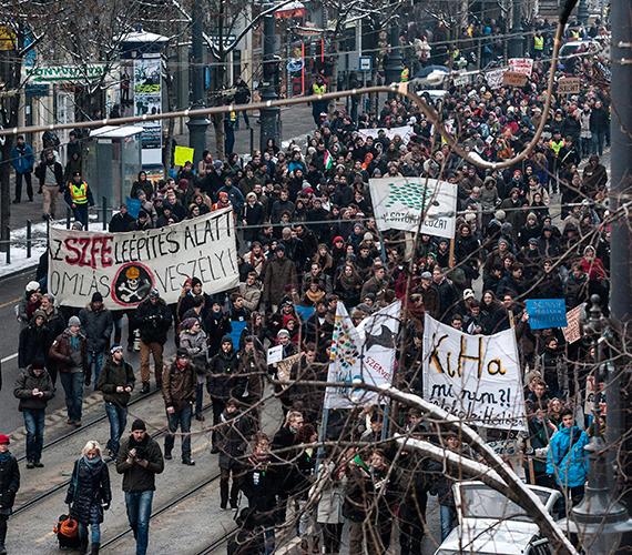 A HaHa tüntetett és egyetemet foglalt.